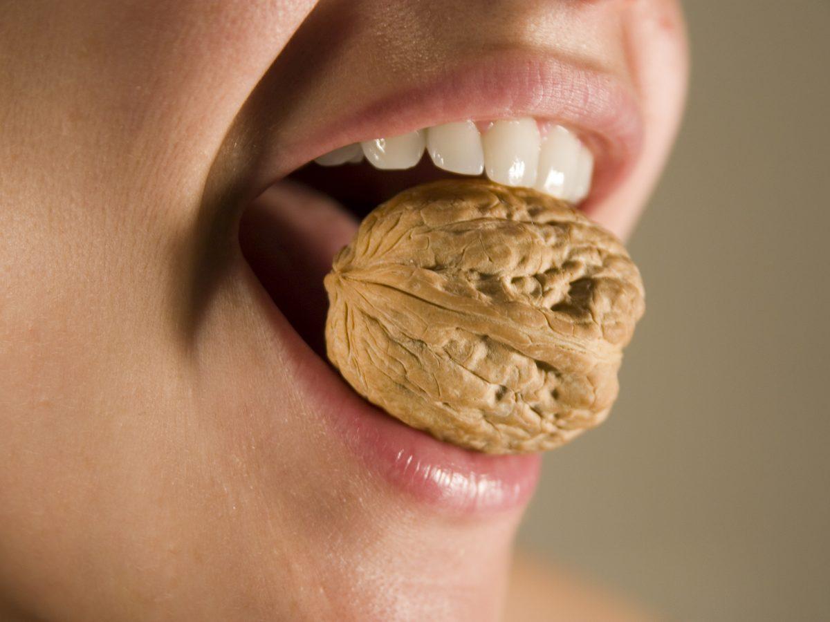 5 Cose che non dovresti fare con i tuoi Denti